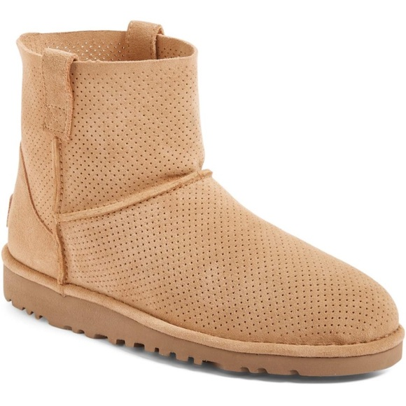 f66a9568b5f NWT - UGG perforated boot NWT